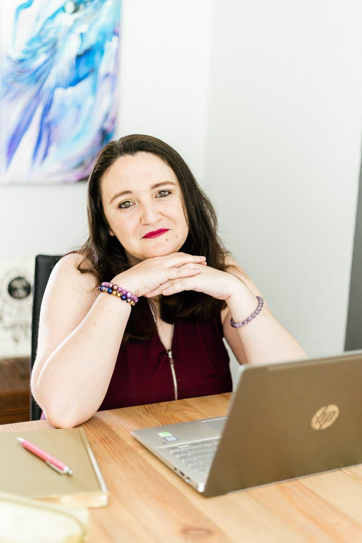 Contact-Laurie Audibert-Coaching Holistique pour Entrepreneuses¬ www.laurieaudibert.com