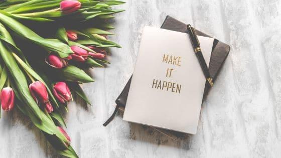 Carnets magiques et fleurs / Laurie Audibert, Coach Holistique pour Entrepreneuses Spirituelles