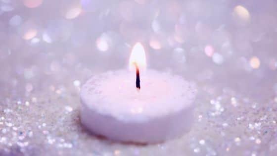 S'entourer de bougies / Laurie Audibert, Coach Holistique pour Entrepreneuses Spirituelles