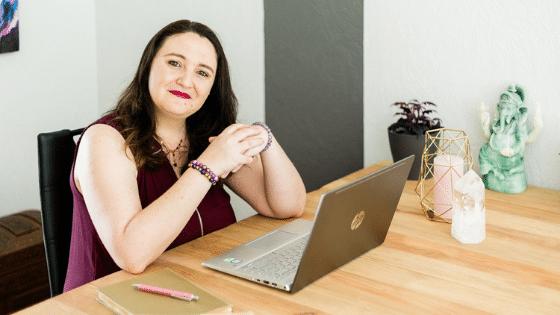 Laurie Audibert _ Business Witch & Coach Holistique pour Entrepreneuses Spirituelles / Accompagnement Expansion Business