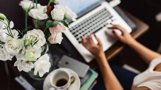 Entrepreneuses _ Faut-il continuer à communiquer malgré le confinement / Laurie Audibert, Business Witch en Entrepreneuriat Féminin