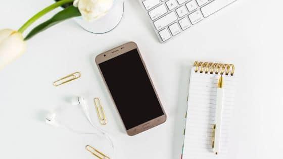 Faut-il continuer à communiquer sur les réseaux sociaux malgré le confinement / Laurie Audibert, Coach holistique pour Entrepreneuses Spirituelles